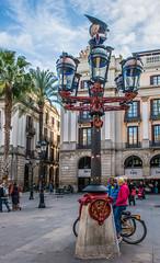 Gaudi-lamppost_DSC1940 (Mel Gray) Tags: barcelona spain lamppost gaudi placareial