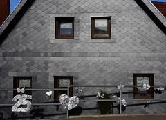 (:Linda:) Tags: house germany village heart thuringia number 25 veilsdorf silberhochzeit silverweddinganniversary slateshingled