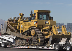 Caterpillar D10T Bulldozer_7973 (Mike Head - Jetwashphotos) Tags: usa building industry america cat us nevada transport demolition caterpillar nv powerful bulldozer largest clearing carrying roadhog lowbed d10t highwaybuilding