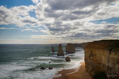W-IMG_5699 (baroudeuses_voyage) Tags: ocean road sea beach londonbridge rocks oz cove great meadow australia roadtrip victoria cliffs van greatoceanroad 12apostles apostles australie gor elgrotto