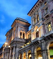 Galleria Vittorio Emanuele II (Milano) (cri.silviamaria) Tags: italien friends italy milan night shopping lights evening italia milano nightview galleria mailand galleriavittorioemanuele