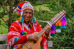 Sonre (facundo.sarmiento) Tags: naturaleza verde lana nikon retrato cusco colores per sonrisa aire amistad msico alegra cuerdas d3200