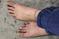 dirty party feet 572 (dirtyfeet6811) Tags: feet toes barefoot toering dirtyfeet dirtytoes