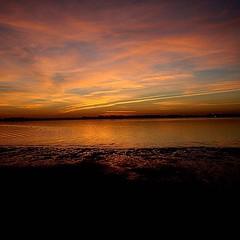 Sunset Esposende (paulafcmirandaa) Tags: sunset pordosol praia beach mar playa paisagem puestadesol ceu beiramar oceano entardecer esposende fimdodia