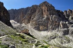 Rif. Vicenza / Langkofelhtte (PacotePacote) Tags: mountain walking italia hiking refugio montaa dolomiti vicenza dolomitas sassolungo langkofelhtte