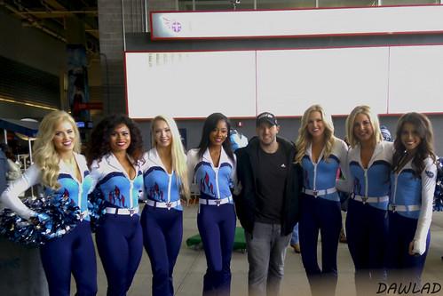 Posando con cheerleaders