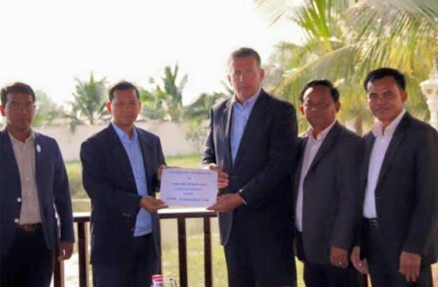 ស្ថាប័នមនុស្សធម៌ចំនួនបី ទទួលថវិកា ៥ម៉ឺនដុល្លារ ពីក្រុមហ៊ុន SNBL Cambodia
