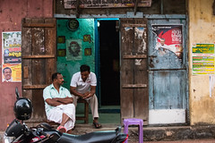 Evening Conversations (pranav_seth) Tags: india colors doors kerala conversation che cochin kochi fortkochi godsowncountry