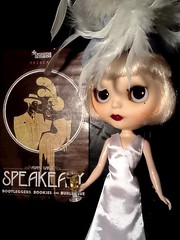 Toy-in-the-Frame Thursday & Blythe-a-Day March #4 Feather: Daisy Buchanan Out on the Town...