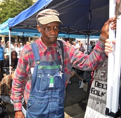 Waiting, waiting to ....  WATCH: (Shein Die) Tags: blue festival portraits mississippi south streetphotography streetscene guitarists bluesmen theblues lculmer catheaddeltabluesfolkart