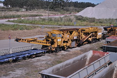 Engineers train (Common Buzzard) Tags: spain camino machine railway depot engineers camin