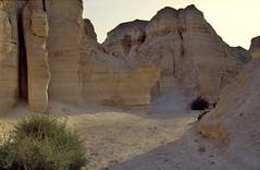 een kloof in de zoutbergen nabij de Dode Zee, Isral 1994 (wally nelemans) Tags: canyon 1994 karst isral kloof kras flourcave saltmountains zoutbergen