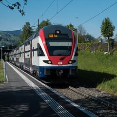 Ein Zug nach Zug 1x1 (swissgoldeneagle) Tags: train schweiz switzerland zug sbb hurden ch ffs schwyz zrichsee lakezurich cff zuerichsee seedamm rx100 rx100m4