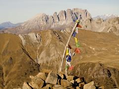 preghiere al vento (clabattis) Tags: alpi dolomites dolomiti cima dolomiten sassopiatto sassolungo iuribrutto