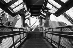 Frankford El - Arrott St. (Lap Chung) Tags: street urban film philadelphia 35mm olympus elevatedtrain trix400 om2n push1600