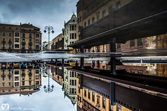 que nos dejen descansar, del mundo, as... (ma_rohe) Tags: reflection catedral reflejo reflejos reflects charco charcos catedraldeleon leonesp