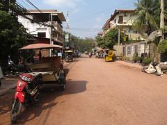 """Les tuk-tuk cambodgiens: une charette tirée par une moto <a style=""""margin-left:10px; font-size:0.8em;"""" href=""""http://www.flickr.com/photos/127723101@N04/23999097200/"""" target=""""_blank"""">@flickr</a>"""