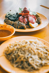 Singapore Ngoh Hiang (Tu_images) Tags: china food cuisine singapore asia chinese center bee gourmet snack malaysia maxwell hoon noodle penang southeast fried foodcourt delicacies hun hawker delicacy bak fritters loh fritter beehoon ngoh hiang beehun lohbak heehoon