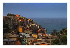 Manarola (kurtwolf303) Tags: ocean italien sea sky italy colors architecture buildings interesting topf50 topf75 colorful meer europe italia cityscape 500v20f dorf village liguria himmel cinqueterre topf150 topf100 gebude manarola bunt top25 ligurien 900views worldcitycenters 750views 1500v60f 1000v40f 250v10f lovelycity flickrelite unlimitedphotos canoneos600d