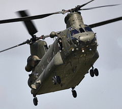 Chinook (Bernie Condon) Tags: chopper support military transport cargo helicopter boeing chinook raf airlift ch47 wokka