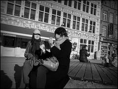Gent (B) - Korenmarkt - 2016/01/19 (Geert Haelterman) Tags: blackandwhite white black monochrome belgium candid streetphotography olympus zwart wit ghent gent gand geert streetshot photoderue straatfotografie photographiederue fotografadecalle strassenfotografie fotografiadistrada haelterman omdem10