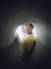 El túnel (jantoniojess) Tags: luz huelva mirada niño túnel aracena hueco luzalfinaldeltúnel porunhueco
