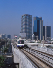 Thailand - Bangkok - Skytrain (railasia) Tags: thailand 2000 bangkok siemens infra bts reversing thirdrail mochit emu3 sukhumvitline phahonyothin routenº1 elevatedstructure