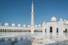 Sheikh Zayed Grand Mosque (iammattdoran) Tags: abu dhabi mosque tempke temple blinding light white perfection blue marble prayer sultan shelkh