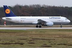 AIRBUS A320 214 Lufthansa D-AIZI 4398 Frankfurt février 2016 (paulschaller67) Tags: frankfurt airbus lufthansa a320 février 214 2016 4398 daizi