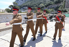 Salvas en Gibraltar en honor al 90 cumpleaños de la Reina Isabel II