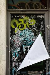 tete de noeud (nicouze) Tags: street portrait streetart france art wall poster de tag graph porte rue mur avignon tte affiche cravate noeud nicouze