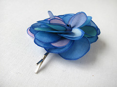 Blue tones rose with contours in blue - hair pin (simutes) Tags: blue green rose hair turquoise azure violet etsy hairpin silkpainting accessory cheveux silkflower bobbypin barrettes flowerhairpin fleurensoie