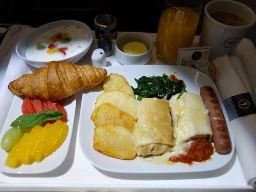 201604004 LH623 RUH-FRA breakfast