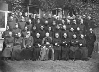 19. Curso junto al cual es ordenado sacerdote en Lovaina