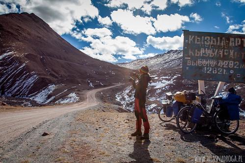 Tuż przed wjazdem na przełęcz Kyzyl Art