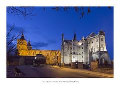 Astorga (PITUSA 2) Tags: luces pueblo catedral nocturna palacio astorga palacioepiscopal castillaylen palaciodegaudi horaazul pitusa2 elsabustomagdalena