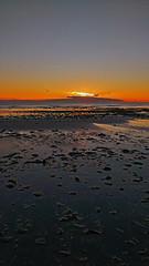Sentimiento de participacin (Luciana Garca) Tags: sunset patagonia sun argentina mobile atardecer mar paz amanecer celular fotografia calma oceano acean motog3