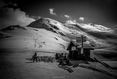 Le Repos du Surfeur (Frdric Fossard) Tags: ski montagne alpes surf lumire altitude hiver snowboard neige savoie skieur lesmenuires tarentaise buvette surfeur stationdeski luminosit