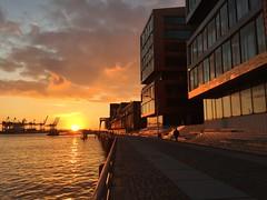 Hamburg harbour (Felis Images) Tags: sunset people backlight germany deutschland harbor raw harbour walk hamburg backlit elbe nofilter gegenlicht spaziergang iphone6