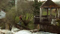 59/366: get closer (Andrea  Alonso) Tags: wood naturaleza house selfportrait tree verde green me nature arbol flying levitation bosque 365 autorretrato aire libre levitar 366 59365 59366