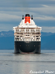Queen Mary 2 (ezeyhomero) Tags: city cruise patagonia mountains beagle latinamerica southamerica argentina america tierradelfuego ushuaia harbor southern queenmary latinoamerica andes pacifico atlantico crucero austral latam transatlantico