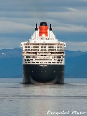 Queen Mary 2 (ezejp) Tags: city cruise patagonia mountains beagle latinamerica southamerica argentina america tierradelfuego ushuaia harbor southern queenmary latinoamerica andes pacifico atlantico crucero austral latam transatlantico
