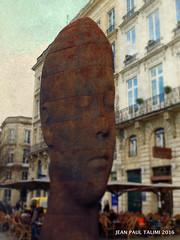 Le tmoin muet (JEAN PAUL TALIMI) Tags: b texture statue solitude bordeaux rue sanna gens silouettes plensa touristes jaumeplensa aquitaine gironde talimi