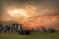 Marina Barrage *kites flying* (tomquah) Tags: sunset canon singapore kites marinabay goldensky marinabarrage