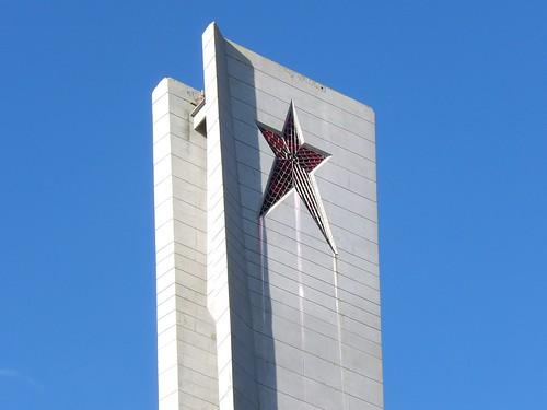 L'étoile rouge, tout en haut de la tour