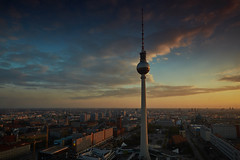 Fernsehturm2 (Lepantho) Tags: berlin tower germany deutschland sonnenuntergang dmmerung turm funkturm settingsun zeisstouit12mm fujixt1