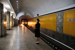 Pyongyang Metro scene (Frhtau) Tags: life city people building public station fashion by architecture del stairs asian design asia do leute traffic metro eingang centre capital north decoration entrance style indoor scene korea du daily east treppe korean rush hour transportation ubahn architektur exit nord norte pyongyang core causual corea koreanisch dprk philosophie ausgang juche coria coreia passers nordkorea