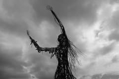 El demonio (xtasis de felicidad~) Tags: metal puerto mar estatua diosa varas figura