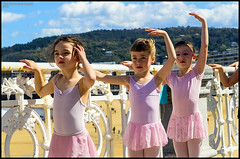 (Dorron) Tags: ballet beach bar dance nikon san sebastian danza country playa bamboo concha barra basque urko vasco euskadi donostia pais barandilla dantza guipuzcoa gipuzkoa euskal herria eskola ondartza sagasti dorronsoro dorron d3s