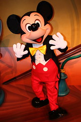 Mickey Mouse (sidonald) Tags: tokyo disney mickey mickeymouse greeting toontown tdr tokyodisneyresort    thruthemirror